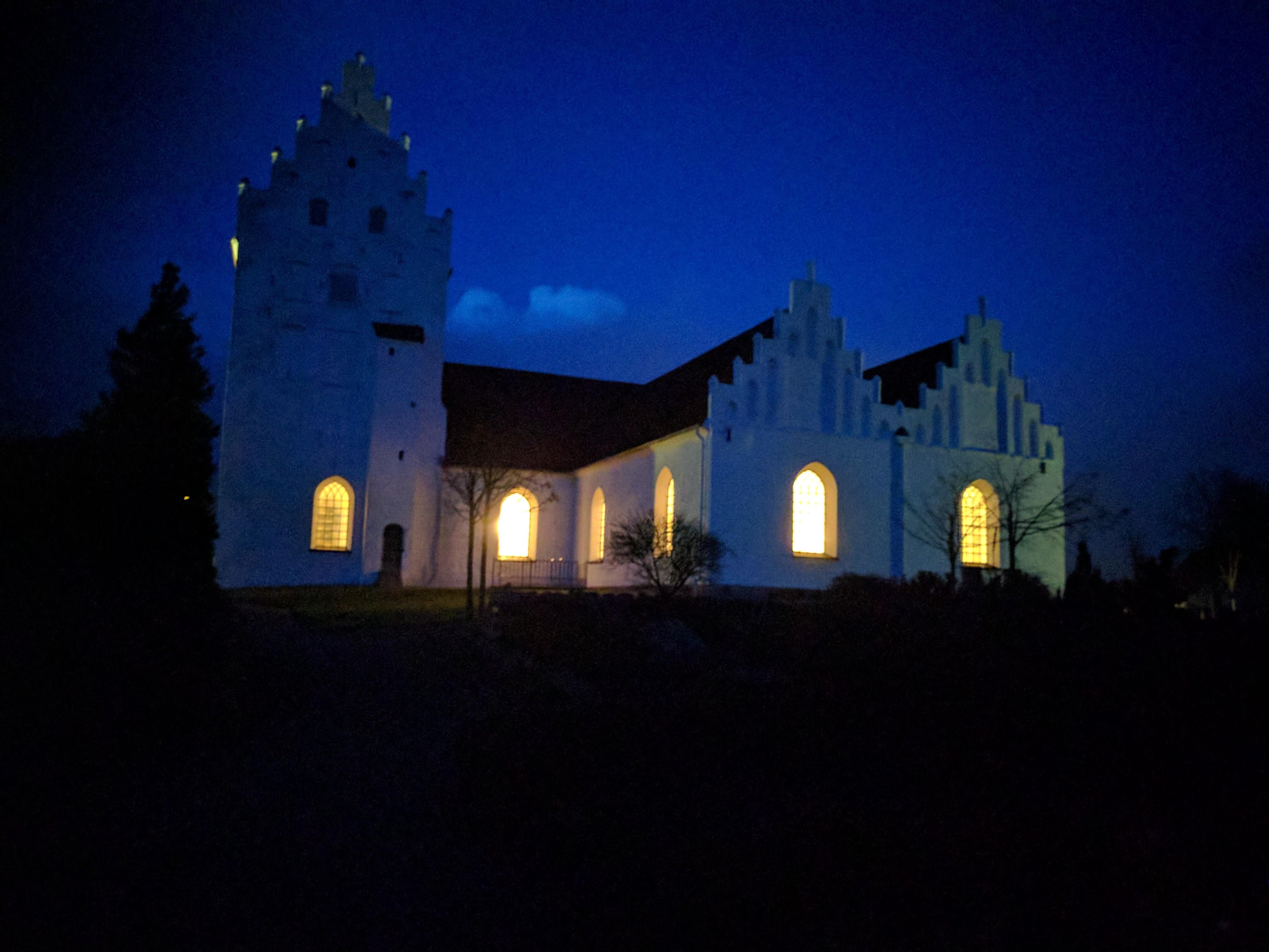 kirke med lys 1